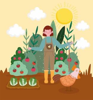 Garçon de fermier dans le jardin