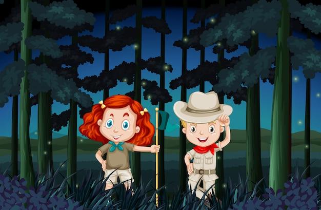 Garçon et fille campant la nuit