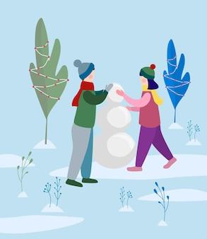 Garçon et fille faisant un bonhomme de neige dans le parc. illustration vectorielle plane