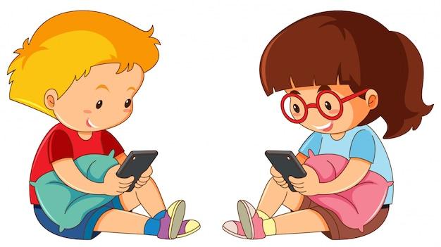 Garçon et fille jouant un téléphone portable
