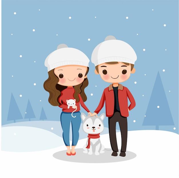 Un garçon et une fille mignons avec un chien et un chat aiment jouer à la neige en vacances de noël
