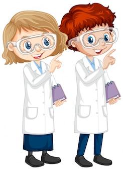 Garçon et fille en robe scientifique sur blanc