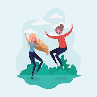 Garçon et fille sautant dans le parc