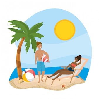 Garçon et fille avec swimwea d'été