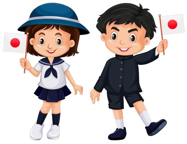 Garçon et fille tenant le drapeau du japon