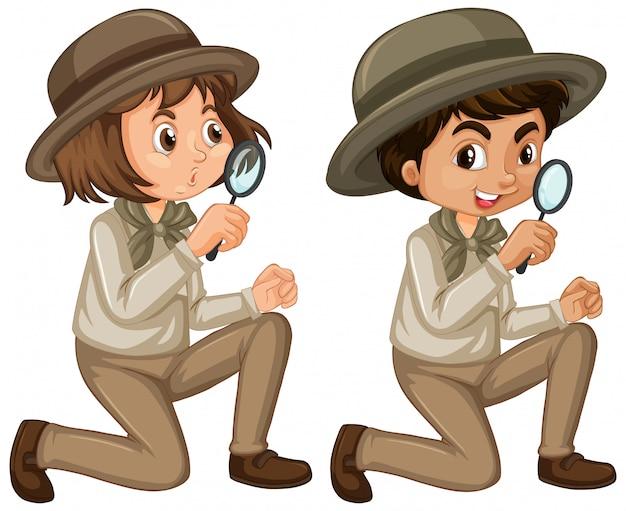 Garçon et fille en uniforme scout isolé