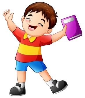 Garçon joyeux dessin animé tenant un livre