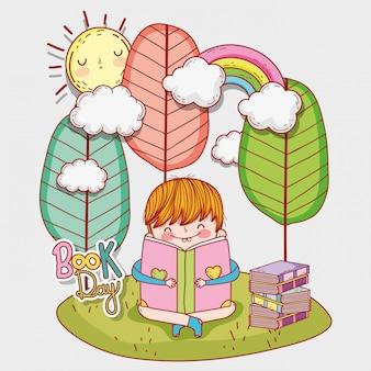 Garçon lire des livres de littérature avec des arbres et du soleil