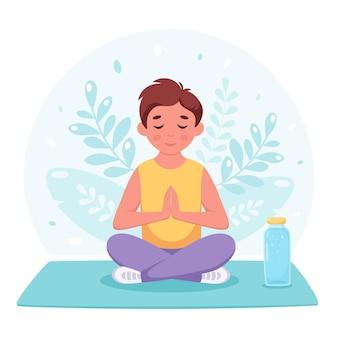 Garçon méditant en posture de lotus yoga gymnastique et méditation pour enfants