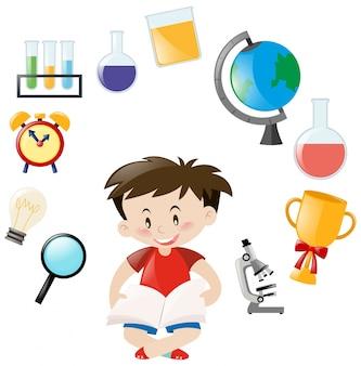 Garçon mignon et différents objets scolaires
