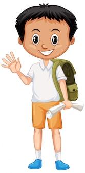 Garçon mignon avec sac à dos et salutation papier sur blanc