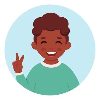 Garçon noir avec des accolades sur les dents soins dentaires