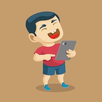 Un garçon rit fort en voyant une chose drôle dans une illustration vectorielle de gadget