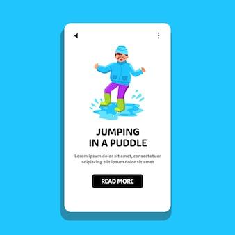 Garçon sautant dans une flaque d'eau jour de pluie