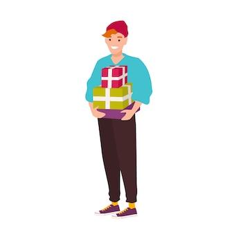 Garçon souriant mignon hipster portant des coffrets cadeaux