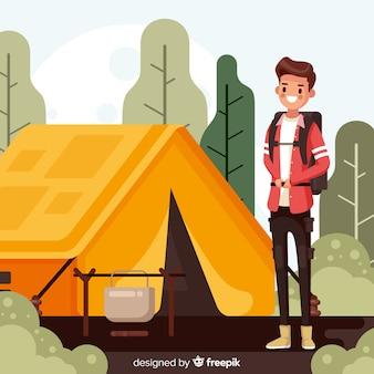Garçon sur un style de camping plat