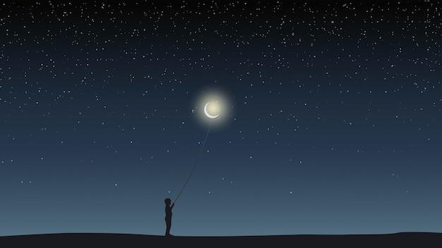 Garçon tenant un ballon sous la forme de la lune.