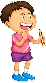Un garçon tenant un personnage de dessin animé de crayon isolé sur fond blanc