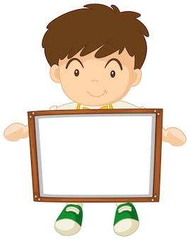 Garçon tenant un tableau blanc