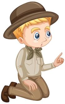 Garçon en uniforme scout sur fond isolé