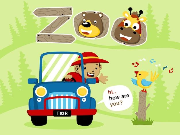 Un garçon sur une voiture dans le zoo avec dessin animé animaux drôles