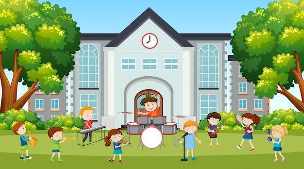 Garçons et filles actifs pratiquant des activités sportives et amusantes à l'extérieur
