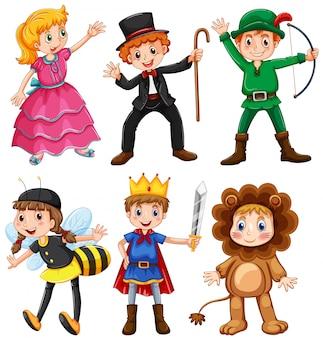 Garçons et filles en costumes de fantaisie