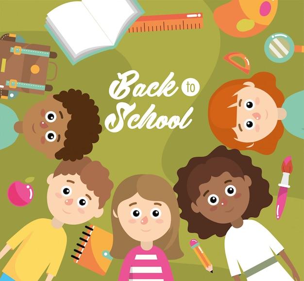 Garçons et filles avec fournitures scolaires