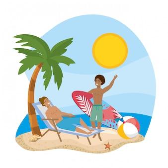 Garçons avec maillots de bain d'été