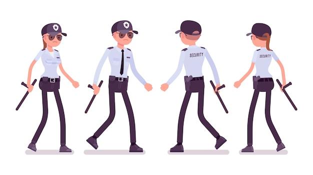 Garde de sécurité homme et femme marchant