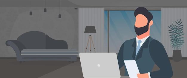 Un gars avec des lunettes est assis à une table dans son bureau. un homme travaille sur un ordinateur portable. bureau, étagère, homme d'affaires, lampadaire. concept de travail de bureau. vecteur.