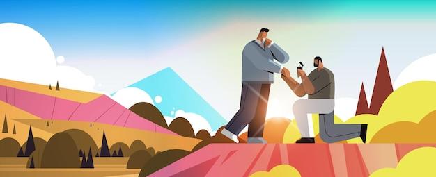 Gay proposant à l'homme à genoux avec une bague de fiançailles transgenre amour communauté lgbt concept coucher de soleil paysage fond horizontal pleine longueur illustration vectorielle