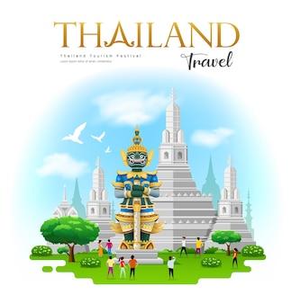 Géant thaïlandais avec le temple arun à bangkok en thaïlande.