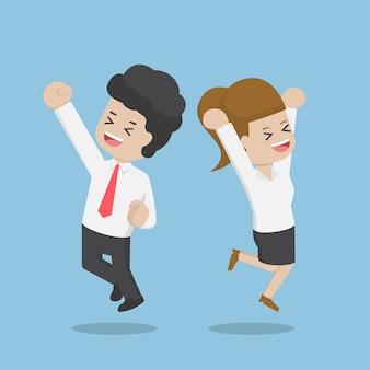 Les gens d'affaires célébrant leur succès en sautant, concept de réussite commerciale