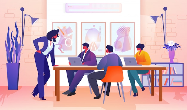 Gens d'affaires communiquant dans le bureau moderne.