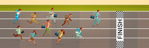 Gens d'affaires courir la compétition de piste de sprint