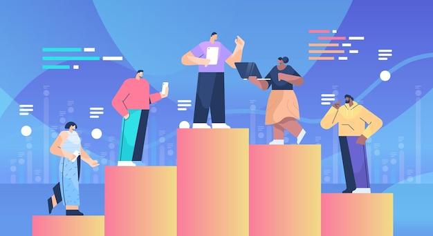 Gens d & # 39; affaires debout sur le concept de leadership de travail d & # 39; équipe colonne graphique illustration vectorielle horizontale pleine longueur