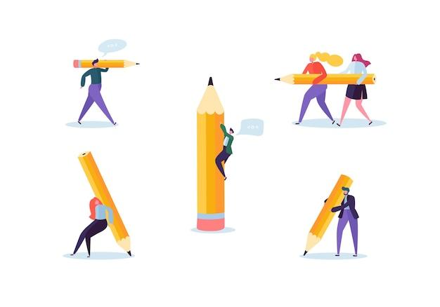 Gens d'affaires avec de gros crayons. organisation du processus des personnages créatifs. homme et femme avec un crayon.