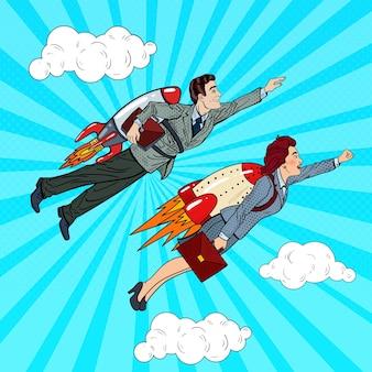 Gens d'affaires de pop art volant sur des fusées vers le succès. concept de démarrage créatif.