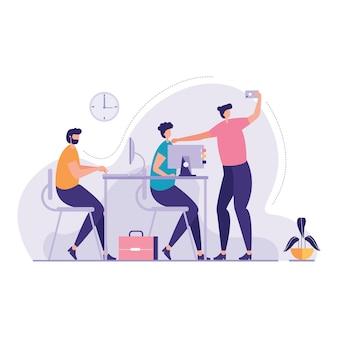 Gens d'affaires utilisant gadgets office