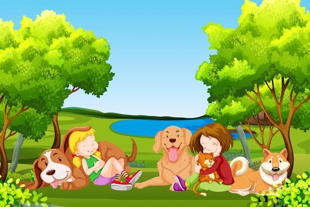 Les gens et les animaux de compagnie au parc