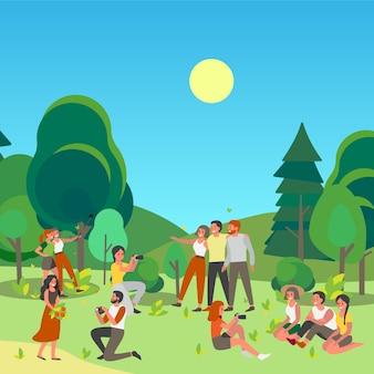 Les gens clouant une photo ou faisant elfie ensemble dans un parc public. l'heure d'été avec des amis. personnages prenant des photos d'eux-mêmes à l'extérieur.