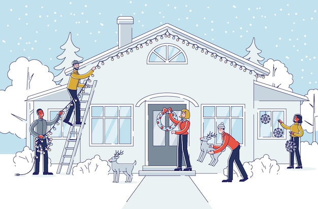 Les gens décorent la maison et le jardin pour les vacances de noël et du nouvel an à l'extérieur.