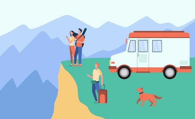 Gens de dessin animé voyageant sur van dans les montagnes. illustration de bande dessinée