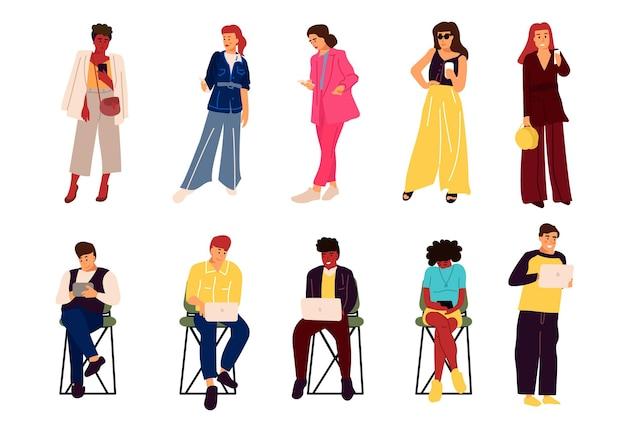 Les gens avec des gadgets. personnages dessinés à la main de dessin animé avec smartphones et ordinateurs portables travaillant et parlant. mode de vie des étudiants de vecteur