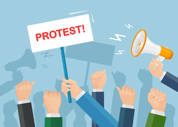Des gens en grève. foule de manifestants avec des pancartes, mégaphone