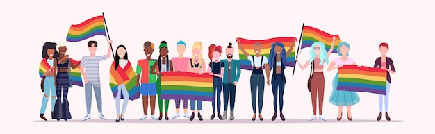 Gens, groupe, tenue, arc-en-ciel, drapeau, lgbt, fierté, festival, concept, mélange, course, gays, lesbiennes, foule, célébrer, amour, parade, debout, ensemble, pleine longueur, plat, horizontal