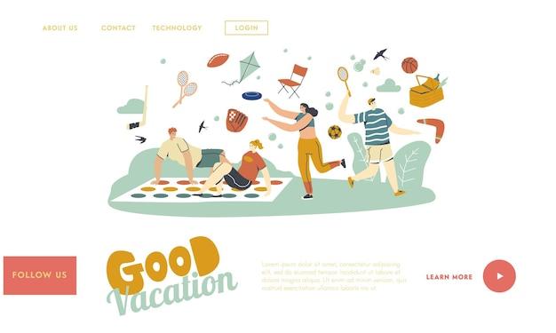 Gens heureux appréciant le modèle de page de destination des activités de plein air d'été. personnages jouant à twister, badminton, throw flying plate et boomerang