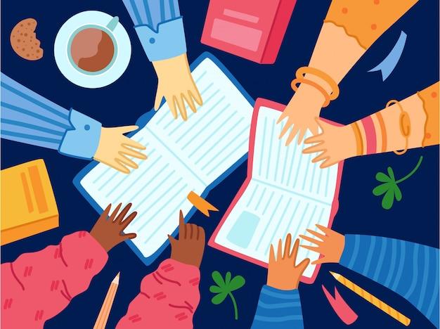 Les gens mains avec des livres et de la papeterie, une tasse de café, un cahier et un crayon.