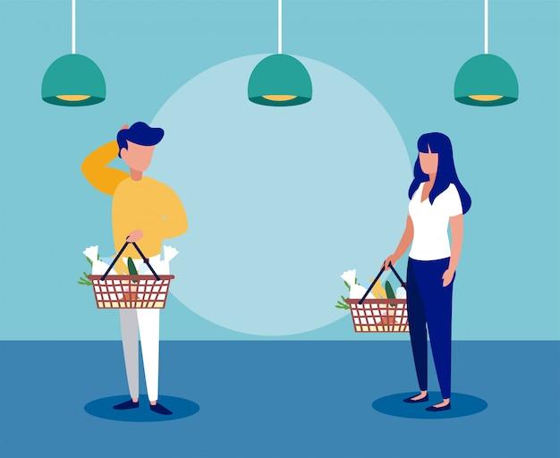 Les gens avec des masques médicaux font du shopping dans un supermarché, l'éloignement social